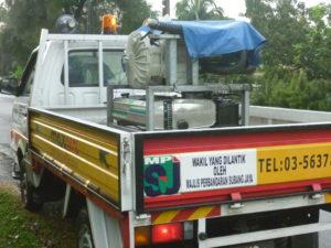 Inilah kenderaan superhero penghapus nyamuk. Sambil bawa lori je sembur racun nyamuk.. relek je. Tu yang buat nyamuk-nyamuk semakin sakit hati.. hehehe