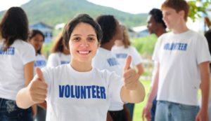 volunteer-teen-girl